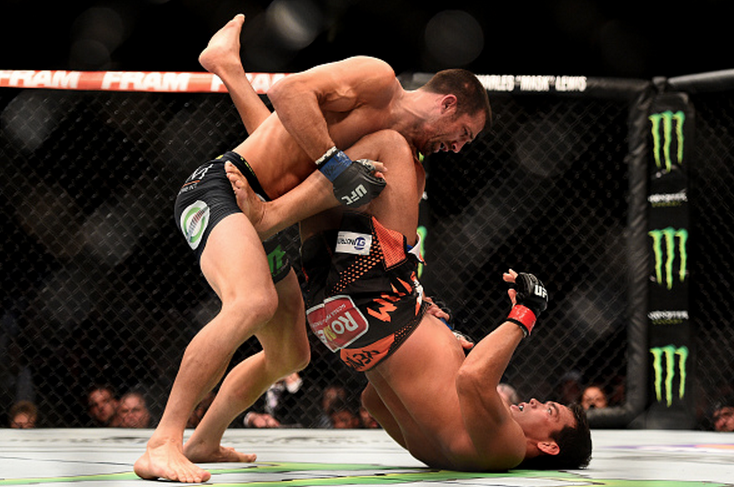 Luke Rockhold dominates Lyoto Machida